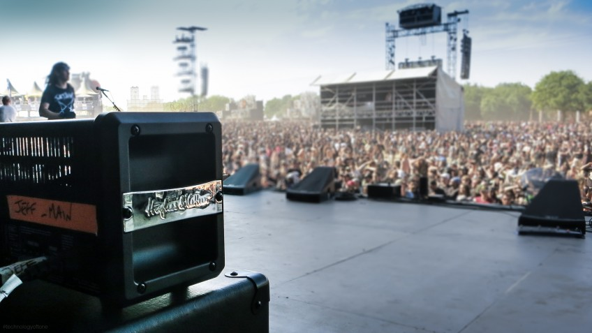 A small amp on a huge stage - the 2014 HELLFEST festival in France. As we'll see further down, the crowd are really loving it, despite the amp's dinky dimensions!