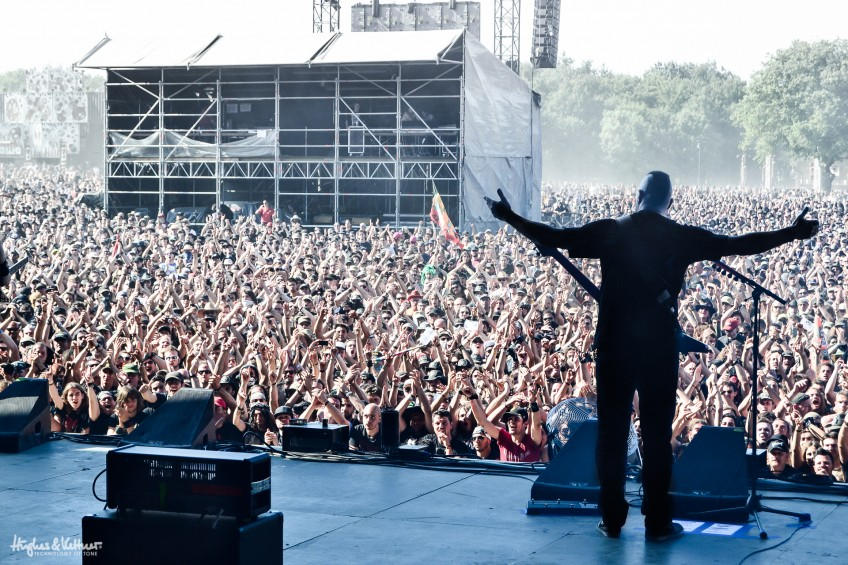 Jeff Waters rocks the 2014 Hellfest with Annihilator. Note the adulation from the 30,000 fans, and the GrandMeister just poking up in the bottom left of the shot!