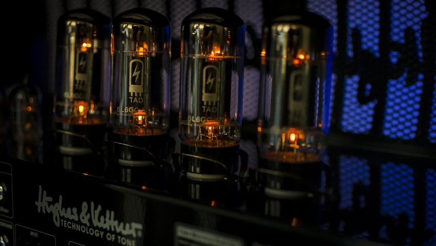 Here we've got some 6L6GCs getting all warm and toasty, ready to rock the stage! Your choice of tubes can have a huge bearing on your tone, and many pro players swear by a particular brand or model that they always use.