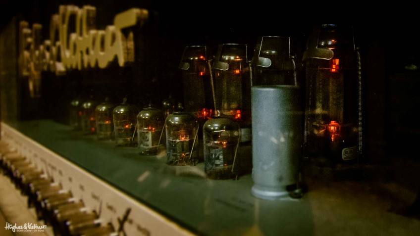 A proper old-school Hughes & Kettner power amp in operation.