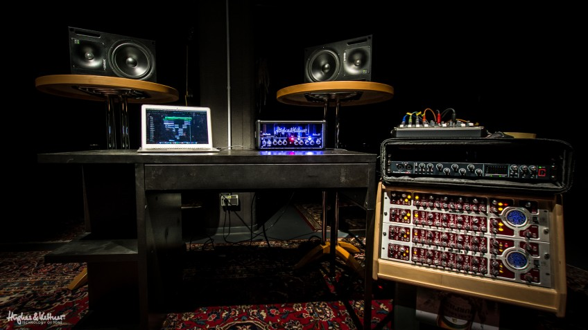 TubeMeister Deluxe 20 in a recording environment at H&K HQ in Germany. Not a cab in sight, as you'll notice...