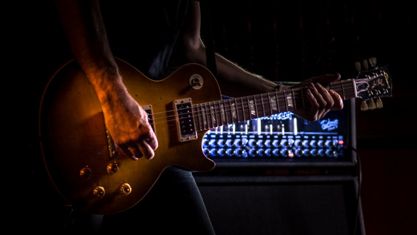 The Hughes & Kettner TriAmp Mark 3 (and a rather fine Gibson Les Paul) in all their glory. Guitar fans, it doesn't get much better than this...