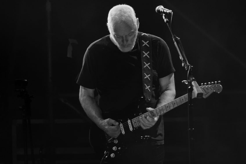 David Gilmour onstage. (Photo by Jimmy Baikovicius shared under the Creative Commons license. Original image here: https://www.flickr.com/photos/jikatu/23745483622)